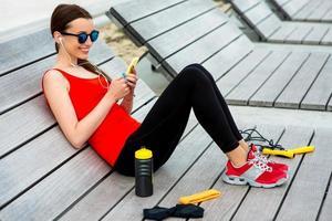 sport vrouw op de zonnebank