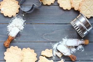 achtergrond van het bakken van glutenvrije zandkoekkoekjes foto