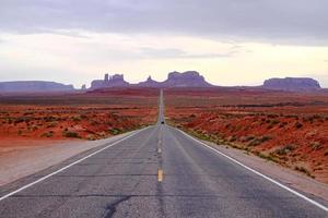 weg in een woestijn