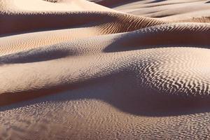 abstract zandduinenlandschap, woestijn van de sahara, zuid-tunesië foto