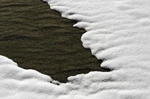 strandzand en sneeuw foto