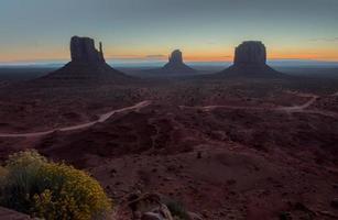 monument valley bij zonsopgang foto