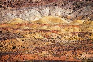 rood oranjegeel geschilderde woestijn bogen nationaal park moab utah foto