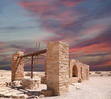 quseir (qasr) amra-woestijnkasteel in de buurt van amman, jordanië. foto