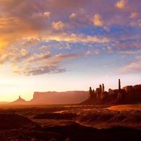 monument vallei totempaal zonsopgang utah foto