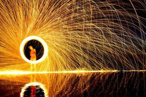 staalwol schilderij met licht zelfportret foto