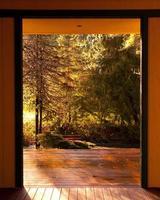deuropening naar de natuur foto