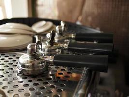 drie portafilters op espressomachine