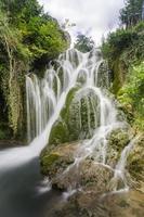cascade van een dorp in burgos (spanje) foto