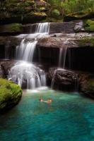waterval bij phu kradueng nationaal park foto
