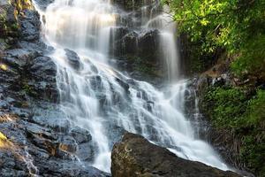 prachtige kondalilla waterval. foto