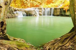 natuurlijke waterval in Thailand foto