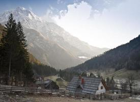 berg boerderij foto