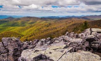 uitzicht vanaf de met keien bedekte top van Blackrock in Shenandoah