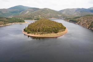 meander van de alagon rivier, extremadura (spanje) foto