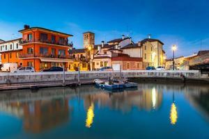 marano lagunare bij zonsondergang, friuli venezia giulia, italië foto