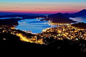 kleurrijke zonsondergang bij de baai van Losinj foto
