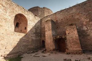 de ruïnes van een oude moskee foto