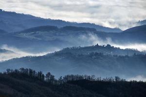 mistige heuvels