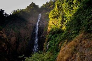 watervallen vroeg in de ochtend foto