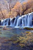 kleurrijke herfst jiuzhaigou foto