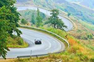 voertuig op de weg foto