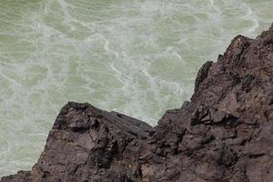 gedetailleerde weergave van liphee waterval in de mekong rivier, laos foto