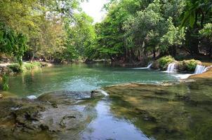 num tok chet sao noi waterval nationaal park in saraburi foto