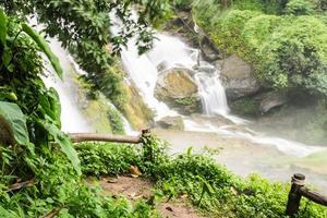 Wachirathan-watervallen, Inthanon Chiangmai Thailand foto