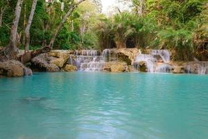 kouangxi waterval bij luang prabang in laos.