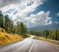 berg snelweg foto