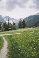 Obernberg am Brenner met Oostenrijkse Alpen op de achtergrond foto