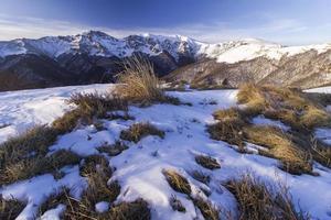 besneeuwde berg foto