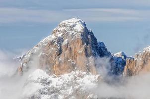 Dolomiti uitzicht op de bergen. foto