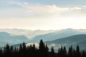 lucht en bergen foto