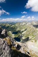 bovenop de bergtop foto