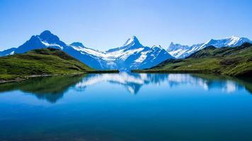 weerspiegeling van de beroemde Matterhorn in Lake, Zwitserland foto