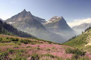 gletsjer nationaal park bergen in de ochtend foto