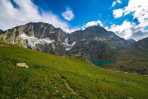 zomertrekking in de Himalaya foto