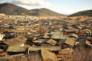 Chinese stad uitzicht op de bergen foto