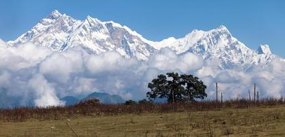 panoramisch uitzicht op Annapurna Himal vanaf de Jaljala-pas foto