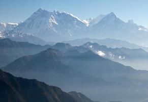 blauwe horizon - uitzicht op annapurna himal - nepal - azië foto
