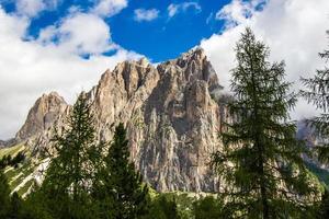 uitzicht op de Rosengarten-groep in de Dolomieten, Italië foto