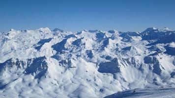 panoramisch uitzicht op de franse alpen foto