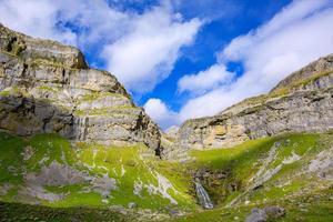 cascada circo de soaso in de pyreneeën van de ordesa-vallei