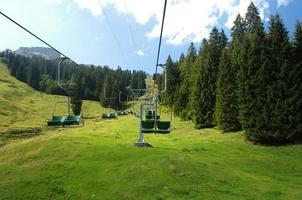 stoeltjeslift in de alpen foto