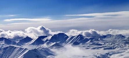 panorama van sneeuwplateau en zonlichthemel in avond foto