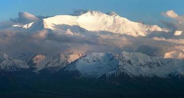 avond uitzicht op Lenin Peak - Pamir