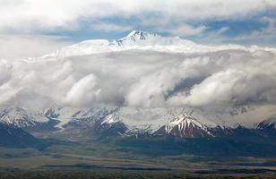 zicht op Lenin Peak vanuit alay bereik