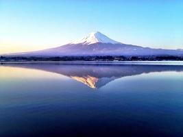Fuji-berg en spiegel foto